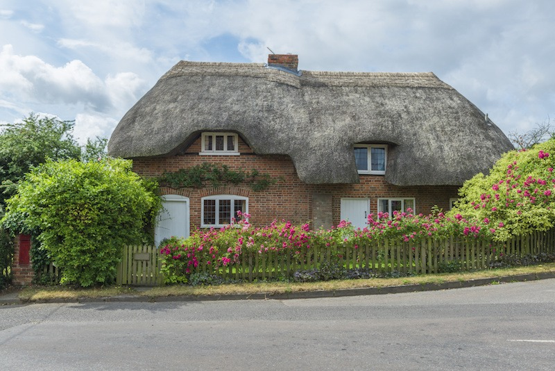 Traditional Thatched cottage in rural English countryside